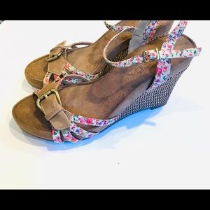 Aerosoles  wedges with flowered straps. Size 6.5